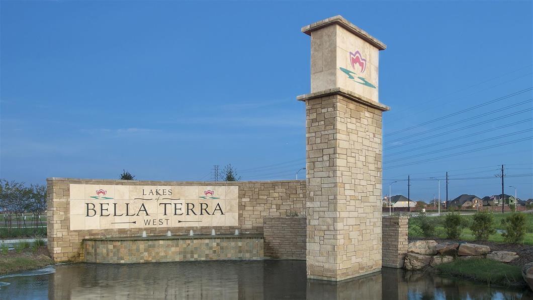 Lakes of Bella Terra West community image
