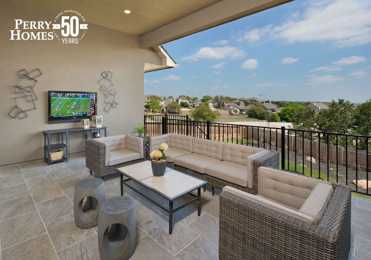 Outdoor Patio with Fence and Flat-screen Television