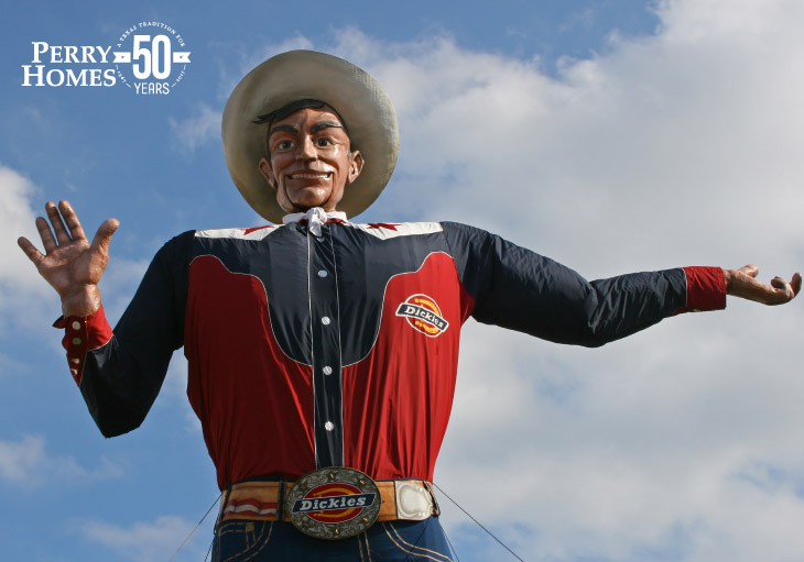 texas state fair statue big tex wearing cowboy hat and red, white, blue western shirt with jeans and dickies belt
